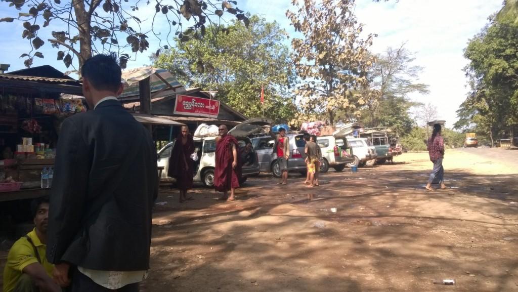 Pause déjeuner avant de traverser le tortueux col de Myawady | Myawady, Myanmar